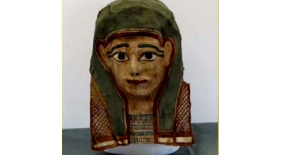 20.jan.2015 - Esta máscara de múmia é uma das que foi desmontada por pesquisadores da Universidade Evangelista de Acadia, no Canadá, e revelou um antigo papiro. Em uma máscara semelhante, os cientistas encontraram o mais antigo evangelho, que data do primeiro século