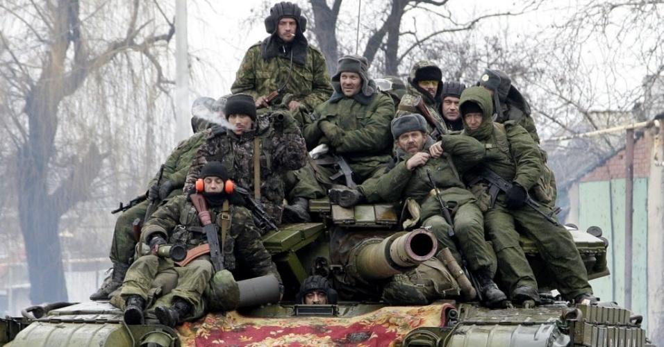 22.jan.2015 - Membros das forças armadas da autoproclamada