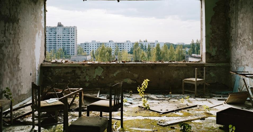 """""""Não quero ridicularizar ninguém"""", diz o fotógrafo. """"Vá ou não vá, só pense antes de ir sobre o porquê de estar indo a esse local"""", conclui o fotógrafo. Na imagem, antigo hotel na cidade de Pripyat, na Ucrânia, próximo ao local onde ocorreu o acidente nuclear de Chernobil"""