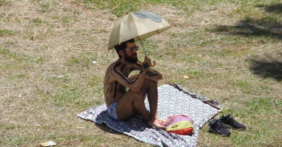 25.jan.2015 - Jovens aproveitaram o forte calor em São Paulo, neste domingo (25), dia em que a capital paulista comemorou aniversário de 461 anos, para realizar atividades ao livre