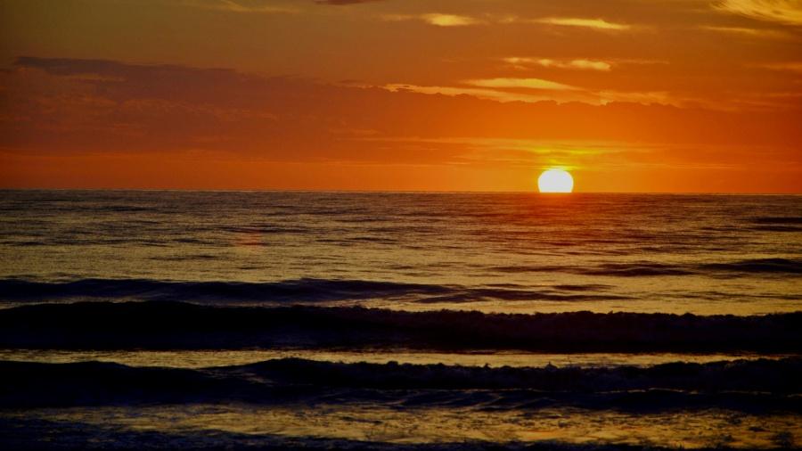 Sol nascendo na praia de Guaratuba, no litoral do Paraná - Gel Lima/Frame/Estadão Conteúdo