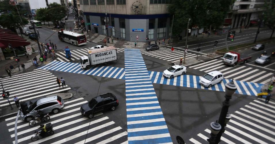 26.jan.2015 - São Paulo ganhou nesta segunda-feira (26) sua segunda faixa de pedestre diagonal (