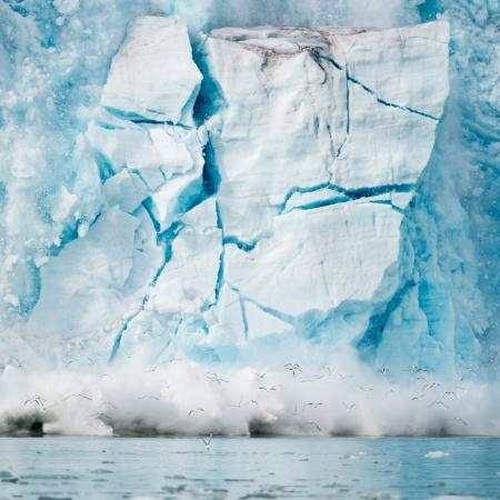 Geleira cai no mar na Noruega, um efeito do aquecimento do planeta - Michael Melford/National Geographic Creative