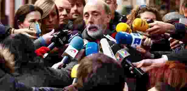 Especialista forense fala a reporteres sobre suposto caixão de Cervantes -