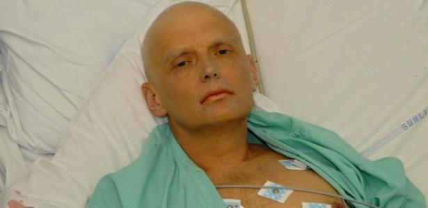 Alexander Litvinenko, pouco antes de sua morte, em 2006, envenenado com polônio