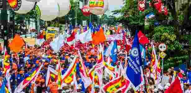 Manifestantes da CUT e de outras centrais sindicais realizaram caminhada pela avenida Paulista, em São Paulo, no dia 28 - Cris Faga/Estadão Conteúdo
