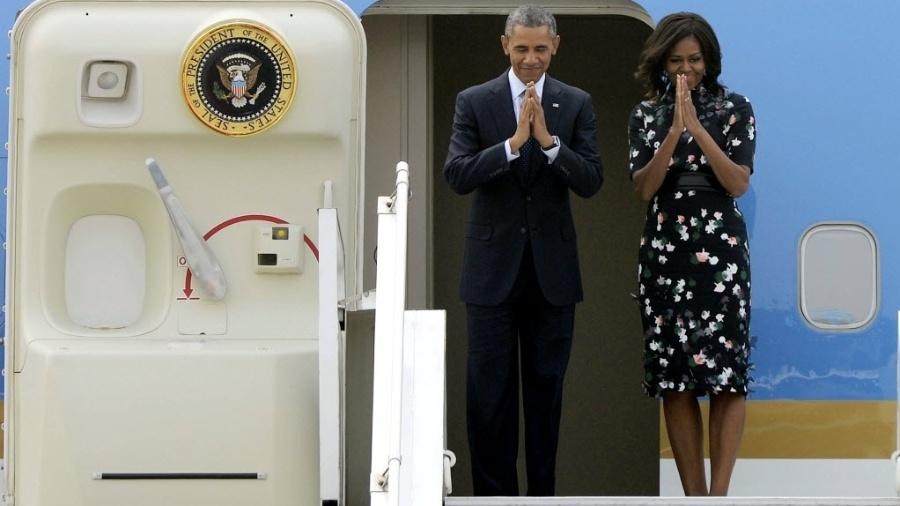 28.jan.2015 - Barack e Michelle Obama durante despedida no aeroporto de Nova Déli, na Índia - Partha Sarka/Xinhua