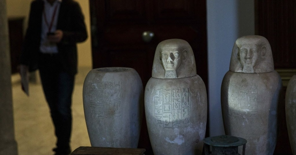 28.jan.2015 - Peças egípcias são exibidas pelo Museu Arqueológico Nacional de Madri, na Espanha. 36 objetos foram saqueados dos sítios arqueológicos de Saqqara e Mit Rahina, e foram recuperados no porto de Valência