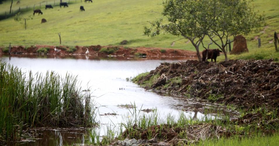 """28.jan.2015 - Vista da nascente do rio Paraopeba, em Cristiano Otoni, que está secando com a falta de chuva em Minas Gerais. Os três reservatórios do sistema Paraopeba estão nesta quarta-feira (28) com 29,88% da capacidade, o que, segundo o diretor de Operação Metropolitana da Copasa, Rômulo Perilli, é uma situação """"gravíssima"""""""
