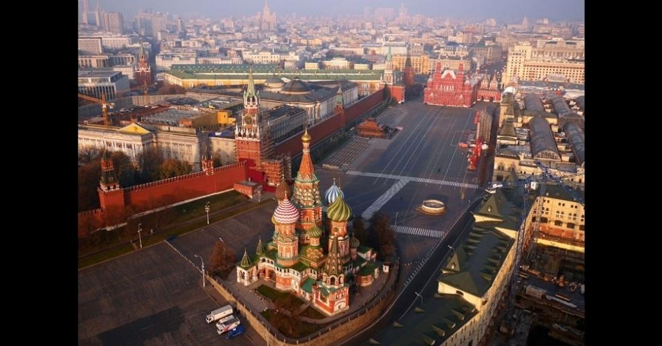 """BBC - O Kremlin é um dos edifícios que Capple mais queria fotografar. """"Durante dias, vasculhei a área e finalmente consegui um ponto escondido (para fazê-lo) longe da vista da polícia"""", afirma"""