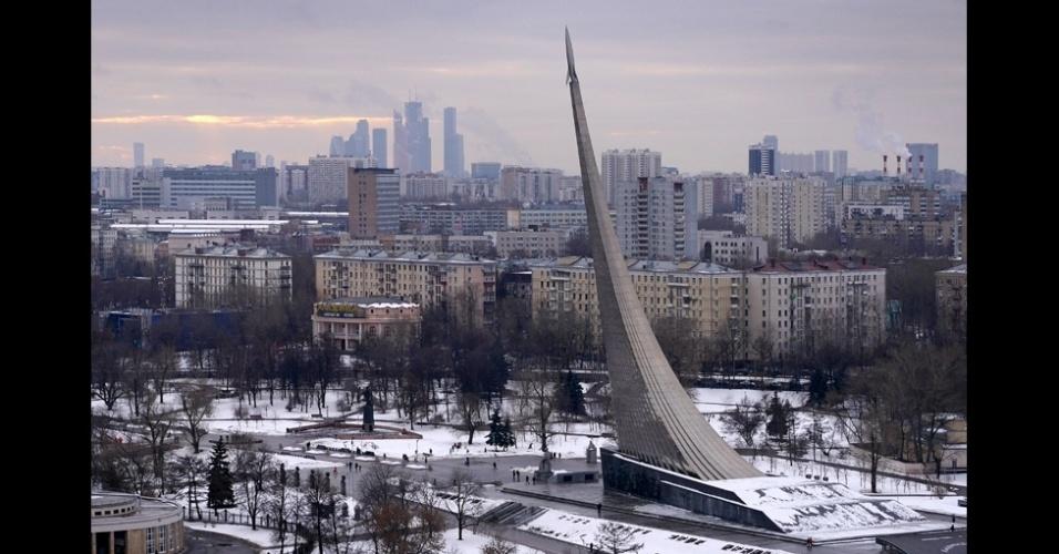 BBC - Outra impressionante escultura que se destaca no horizonte de Moscou é o Monumento aos conquistadores do Espaço, feita em 1964