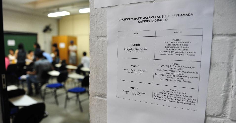 30.jan.2015 - Alunos fazem a matricula do Sisu no Instituto Federal de São Paulo