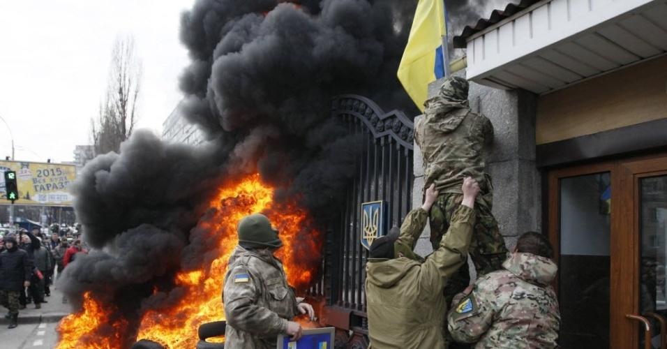 2.fev.2015 - Militares do batalhão