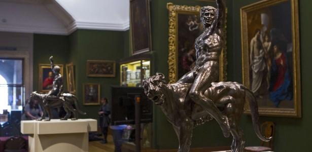 Escultura em bronze de Michelangelo, mestre italiano da Renascença - Jack Taylor/AFP Photo