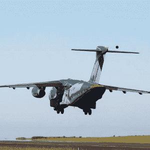 3.fev.2015 - O protótipo do KC-390, da Embraer, maior avião fabricado no Brasil, fez seu primeiro voo - Ministério da Defesa