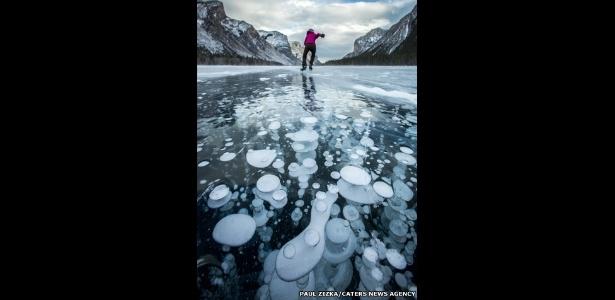 Bolhas de gás metano, um dos responsáveis pelo efeito estufa, ficam presas em lagos congelados
