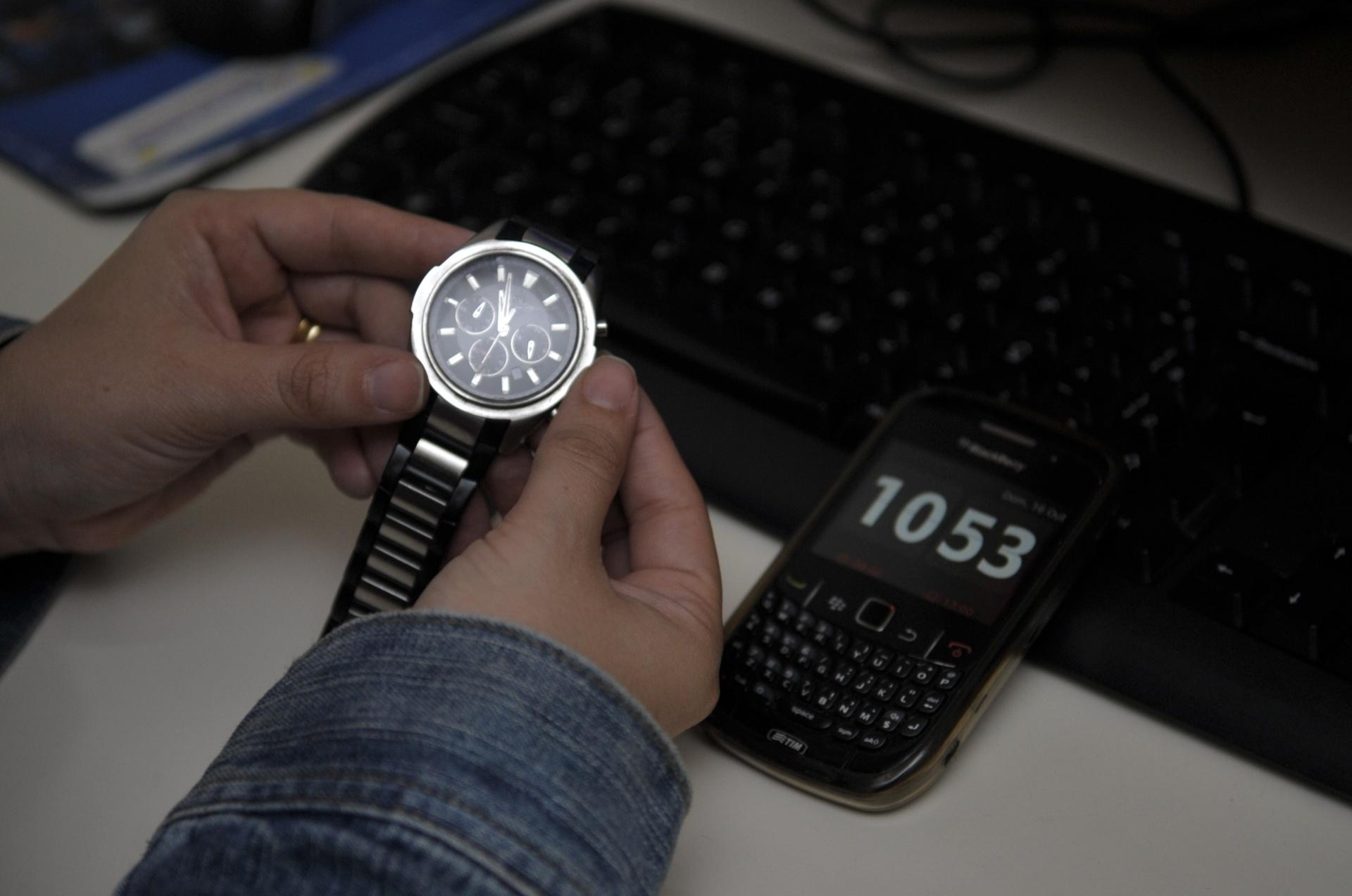 f503c7033ac Relógios de computador e celular se adiantam