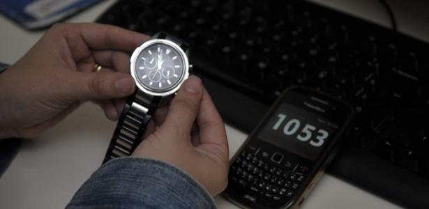 7042f7808d0 Relógios de computador e celular se adiantam