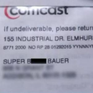 """Em cobrança, operadora Comcast muda nome de cliente para """"super cadela"""" - Reprodução"""