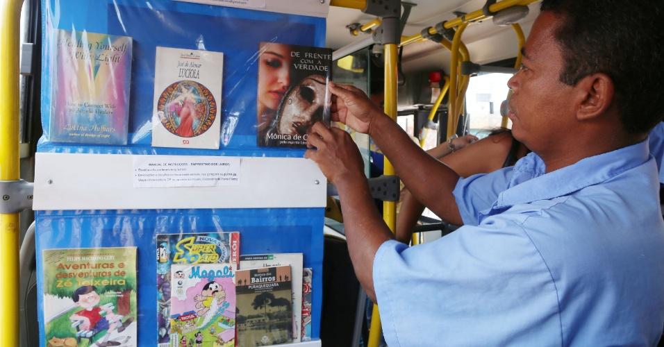 Criada pelo cobrador Antônio da Conceição Ferreira, em uma linha de ônibus que liga Sobradinho II ao Plano Piloto, em Brasília, a biblioteca empresta livros aos passageiros que podem lê-los durante a viagem e até levá-los para casa
