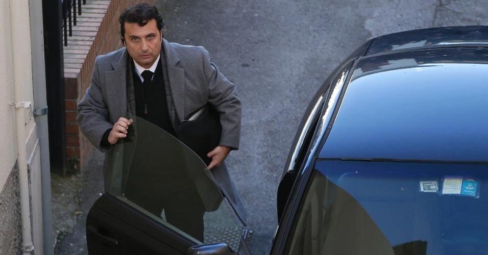 11.fev.2015 - Capitão do navio Costa Concordia, Francesco Schettino, chega para julgamento, em Grosseto, na Itália, nesta quarta-feira (11). Um promotor pediu uma pena de mais de 26 anos a Schettino, por conta do naufrágio em 2012 que matou 32 pessoas