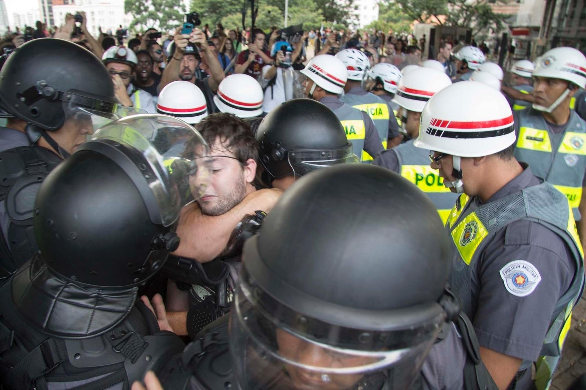 Veja fotos dos protestos em São Paulo - BOL Fotos - BOL Fotos d99b6fc82b441
