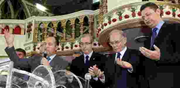 Eduardo Cunha participa de culto realizado pelo pastor Everaldo (PSC) no Rio, em imagem de fevereiro de 2015 - Marcos Arcoverde/Estadão Conteúdo