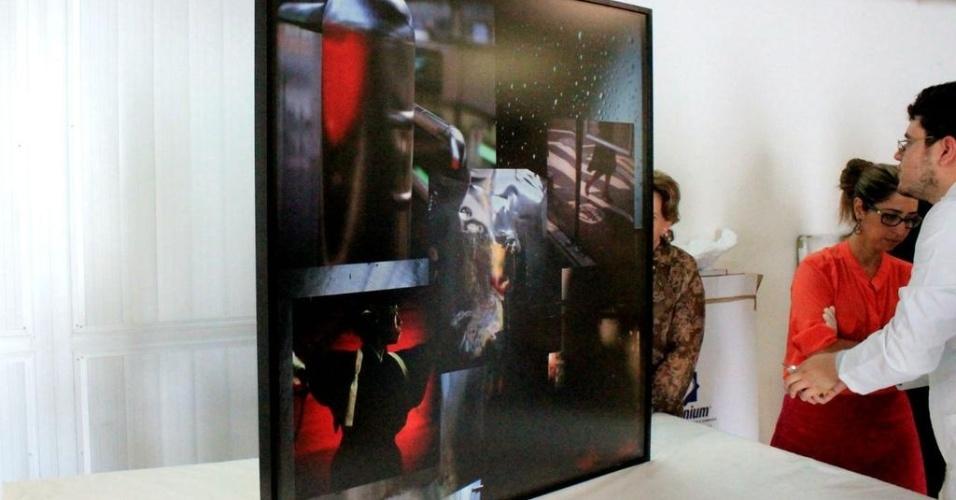 11.fev.2015 - Obra de arte que foi apreendida em casa de investigado pela Operação Lava Jato é exibida no Museu Oscar Niemeyer, em Curitiba (PR), nesta quarta-feira (11). Foram 48 obras de arte apreendidas pela Polícia Federal, dentre eles, quadros de Salvador Dalí e Romero Brito