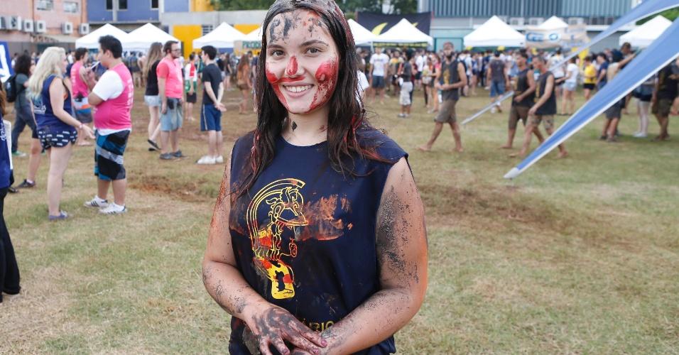 Rafaela Baldy, 21, caloura de engenharia de materiais, participa do trote na Poli-USP