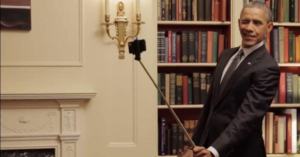 12.fev.2015 - Em vídeo produzido para o site Buzzfeed, o presidente Barack Obama brinca com