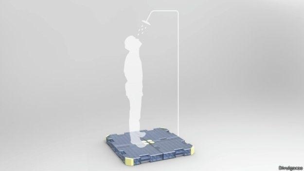 17.fev.2015 - Plataforma criada pelo húngaro Alberto Vásquez, que reusa até 90% da água do banho, é antiderrapante para evitar acidentes durante o banho