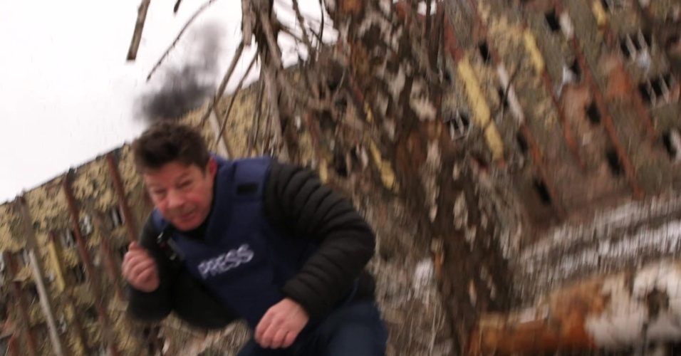 18.fev2015 - Jornalistas da BBC trabalhavam próximo ao aeroporto de Donetsk, quando disparos de artilharia atingiram o local, controlado por rebeldes separatistas