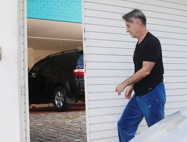 12.fev.2015 -  Polícia Federal faz operação de busca e apreensão na casa de Luma de Oliveira. Eike Batista chega a casa de Luma onde 3 carros foram apreendidos