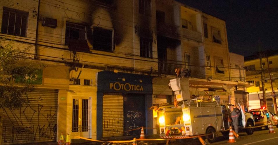 Incêndio em prédio residencial de Pinheiros deixa 11 feridos - Brasil - BOL  Notícias 305ad42c3c