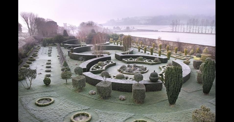 Esta imagem de um jardim minuciosamente planejado foi tirada na Escócia por Andrea Jones, que a batizou de