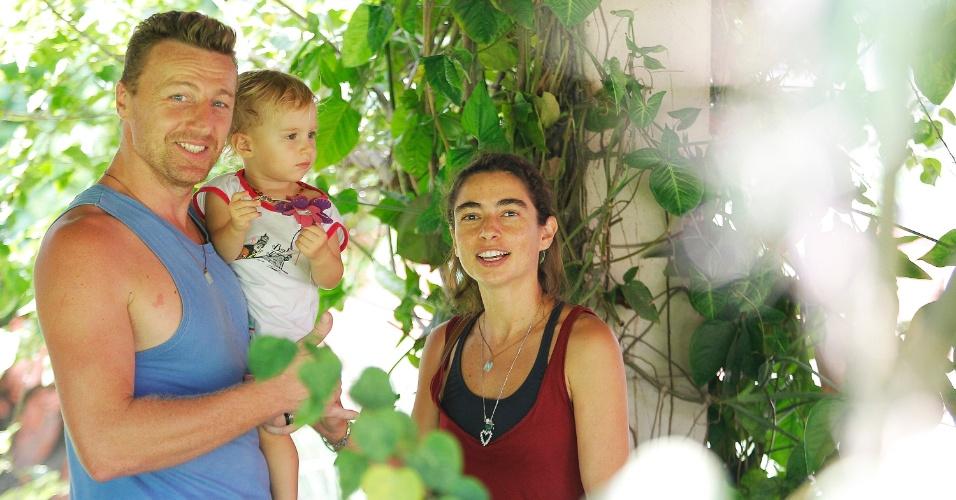 A aluna de doutorado Alice Zózima e o marido, que é aluno especial na USP com a pequena Aryauna de um ano. Eles não têm família em São Paulo e não têm com quem deixar a filha. Alunas levam filhos para assistir aulas na USP por falta de vagas em creche