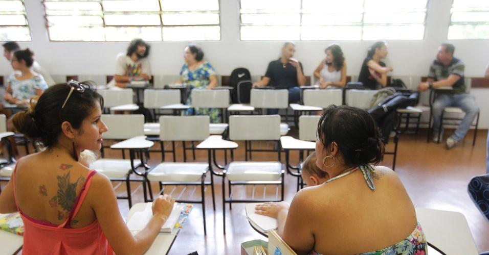 Alunas levam filhos pra assistir aulas na USP por falta de vagas em creche. Na foto, Daniele Santana (à esq) e Ione Messias