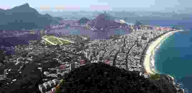 Da trilha que leva ao morro Dois Irmãos, no Vidigal, é possível avistar pontos famosos da cidade, como a Pedra da Gávea e o Cristo Redentor - Custodio Coimbra/Ag. O Globo
