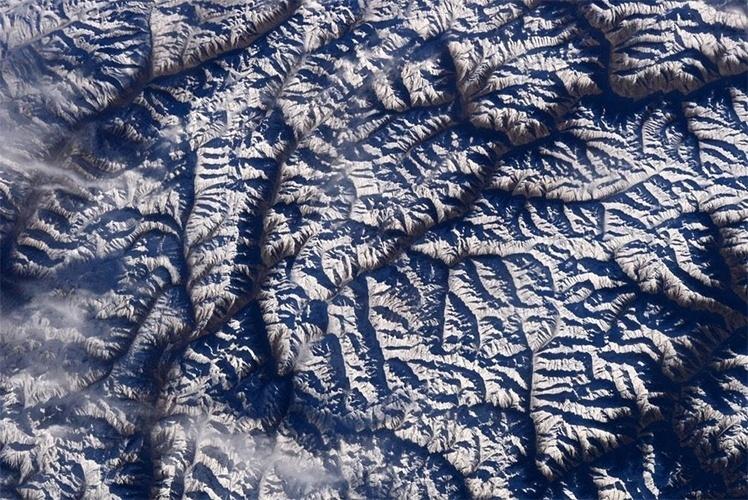 25.fev.2015 - O astronauta Terry W. Virts fotografou do espaço, da Estação Espacial Internacional, o Himalaia coberto de gelo, ao norte de Islamabad, no Paquistão. Esta é a mais alta cadeia montanhosa do mundo, abrangendo cinco países: Índia, China (que inclui o Tibete), Butão, Nepal e Paquistão