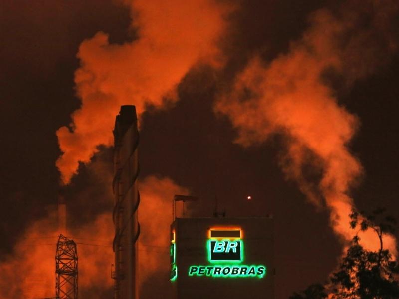 Logo da Petrobras na refinaria de Cubatão
