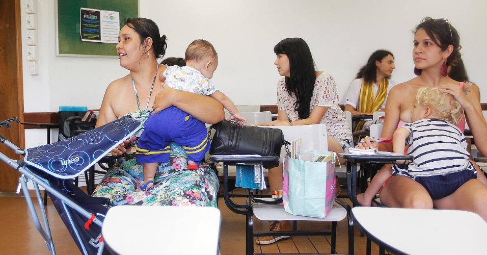 Alunas levam filhos pra assistir aulas na USP por falta de vagas em creche