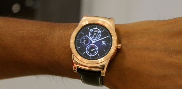 LG Watch Urbane tem processador Qualcomm de 1,2 GHz, Android Wear, tela de 1,3 polegada, 4 GB de memória para armazenamento e  512 MB de memória RAM - Guilherme Tagiaroli/UOL