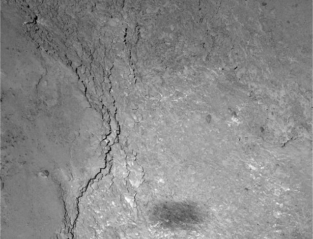Imagem registrada a seis quilômetros de distância mostra sombra da Sonda, medindo 20 x 50 metros