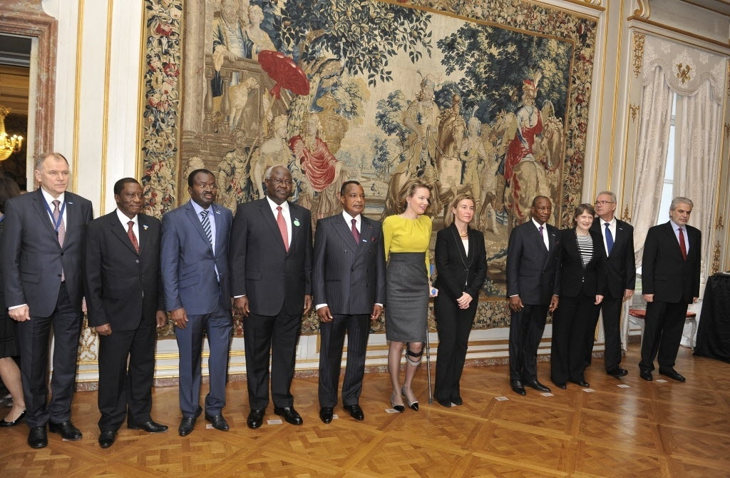 3.mar.2015 - Líderes africanos se reuniram em Bruxelas, na Bélgica, com a Rainha do país, Mathilde, em conferência sobre o Ebola, nesta terça-feira (3)