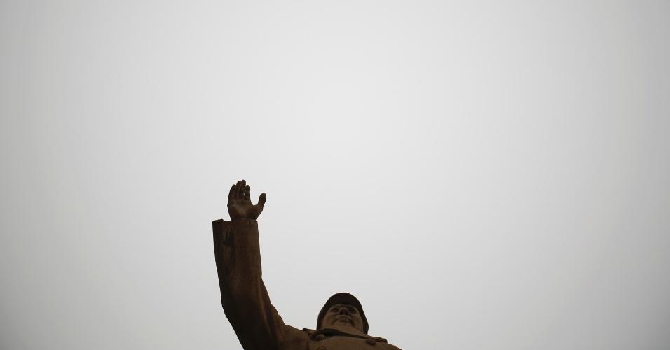 4.mar.2015 - Estátua de Mao Tse-tung em dia de poluição (14 de janeiro de 2015), em Pequim