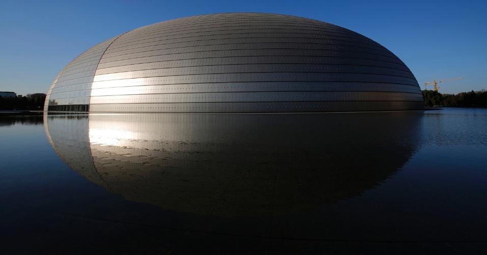 """4.mar.2015 - O Grande Teatro Nacional, apelidado de """"O Ovo"""", em dia ensolarado (17.nov.2014), em Pequim"""