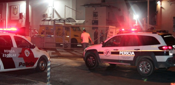 Carro da Polícia Civil de São paulo atende a uma ocorrência em empresa de valores