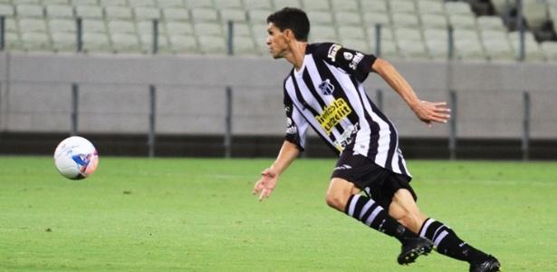 Aos 39 anos, Magno Alves faz sucesso com muitos gols com a camisa do Ceará