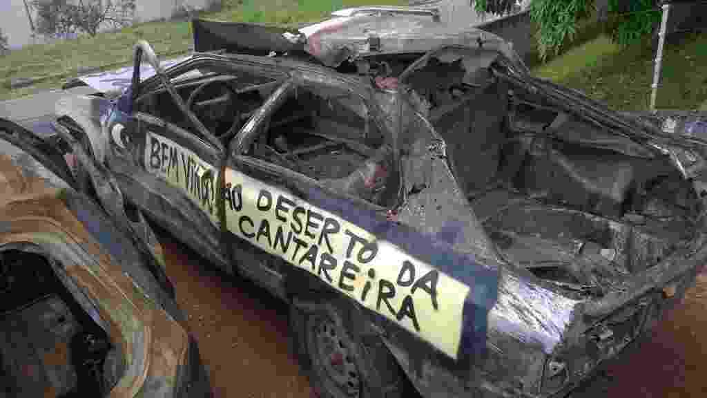 6.mar.2015 - Carcaça se carro, que se tornou 'símbolo' da crise de falta de água no sistema Cantareira,foi levado para pátio da polícia depois de ser retirado da represa Atibainha, em Nazaré Paulista (a 64 km de São Paulo). A dona do veículo, Rosani Zanin, conta que nem lembrava mais do carro que foi roubado em 1995 - Nicolas Iory/Folhapress
