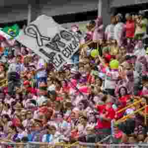9.mar.2015 - Professores do Paraná decidiram em assembleia suspender a greve após 29 dias, mas votaram pelo estado permanente de greve. Eles definiram ainda que voltariam ao trabalho no dia seguinte, e as aulas recomeçariam a partir do dia 12. Segundo o sindicato da categoria (APP-Sindicato), esse tempo é necessário para preparar as escolas para receber os alunos. A categoria é contra projeto, já aprovado, que autoriza o governador Beto Richa (PSDB) a usar recursos do fundo de pensão ParanaPrevidência como parte das medidas de austeridade e ajuste fiscal - Paulo Lisboa/Brazil Photo Press/Estadão Conteúdo
